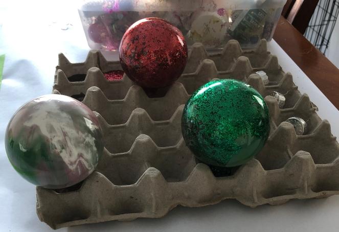 Mess-Free Christmas Ornaments_Amanda Diaries